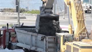 Cat 385BLME loading dump trailer