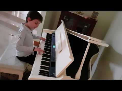 Nasam 3alayna al Hawa on the piano - Alex Ghazi