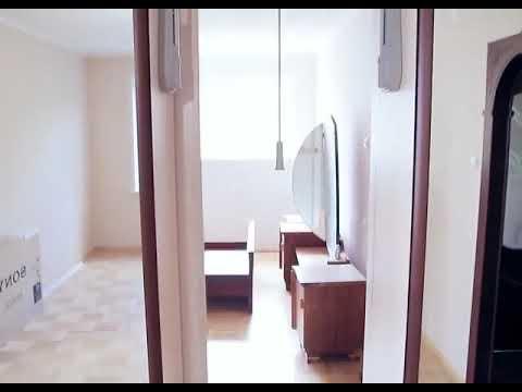 Шкаф купе делит комнату на две части