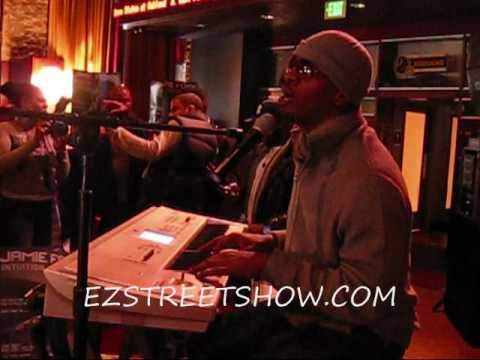 JAMIE FOXX SINGS FOR THE LADIES  ON THE EZ STREETSHOW 939 WKYS