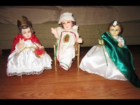Image gallery nino dios vestidos for Sillas para nino dios