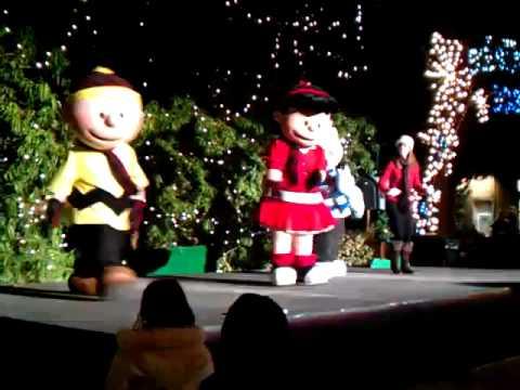 Rockin Around The Christmas Tree Charlie Brown And Company At Gilroy Gardens