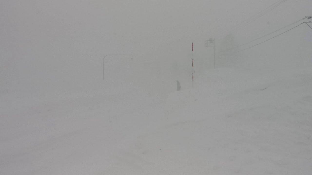北海道の冬、恐怖のホワイトアウト - YouTube