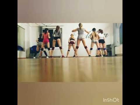 Young girls twerking