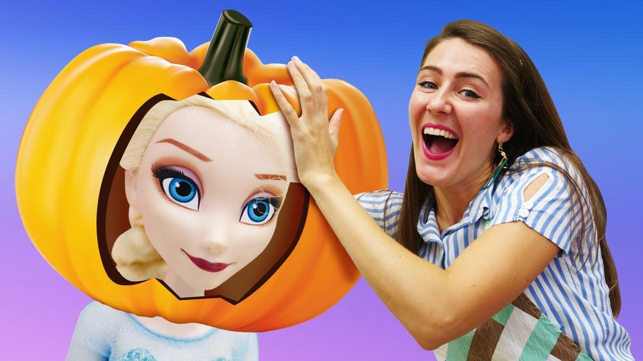 Celebramos Halloween con la muñeca Elsa. Cocina para niños. Juguetes de Frozen 2