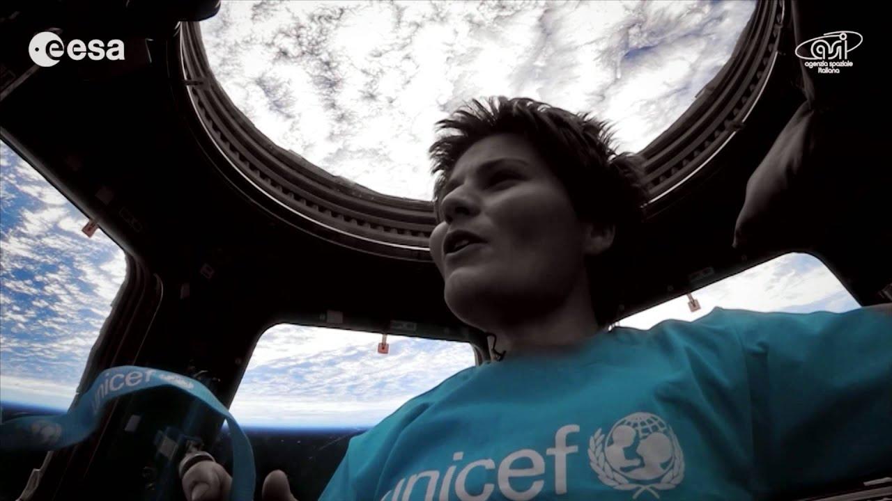 """27977 >> Samantha Cristoforetti canta """"Imagine"""" dallo spazio per l'UNICEF - YouTube"""