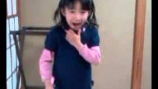 宝塚雪組公演「黒い瞳」のなかの挿入歌と台詞を6歳女の子がマネしてい...