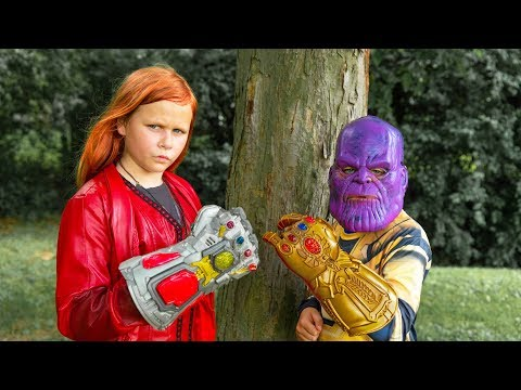 Assistant Scarlet Witch Avenger Protects the Infinity Gauntlet from Thanos Ryan