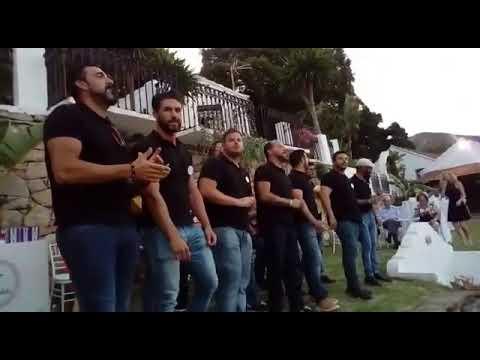"""""""Todos los Besos"""" Comparsa de Tarifa, otra gran sorpresa a los nuevos marido y mujer"""