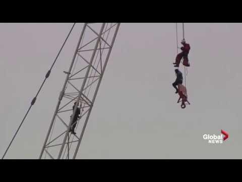 hqdefault?sqp= oaymwEWCKgBEF5IWvKriqkDCQgBFQAAiEIYAQ==&rs=AOn4CLChVqmhzbbQF8jutefxOje _oxFvw woman rescued from crane in toronto arrested for mischief youtube