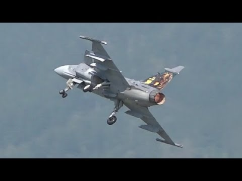 Saab JAS 39 Gripen | Shooting Flares & Fast Subsonic Flybys