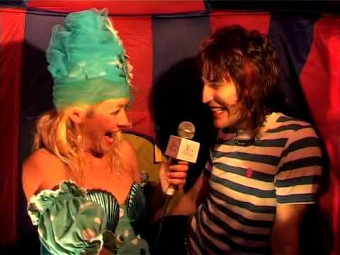 Noel Fielding Is In LOve!! LOVE TV Love Byte 2 Rebecca McIntosh (aka Aphrodite) Interview