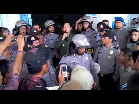 DEMO MASYARAKAT TOLAK PT. SORIK MAS MINING MANDAILING NATAL SUMATERA UTARA PART 8.3GP - YouTube.webm