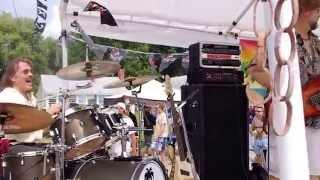 Chris Sacks Band performing Cheeseburger In Paradise