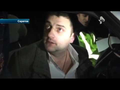 Пьяный чиновник вступил в перепалку с автоинспекторами в Саратове