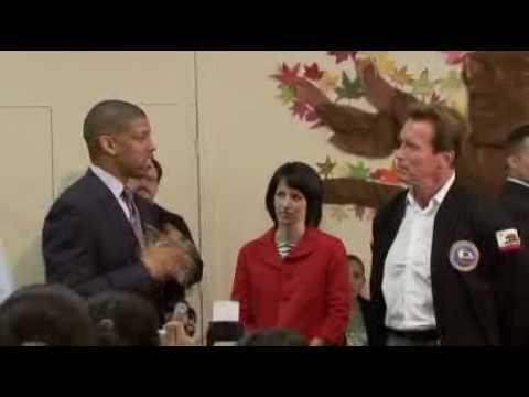 Schwarzenegger participates in Thanksgiving Volunteer Event