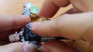 上半身と下半身の接続部分の丸いゴムのリングが自然と切れてしまうことがあります。 【Oリング】というゴムのリングが使えます。私は東急ハ...