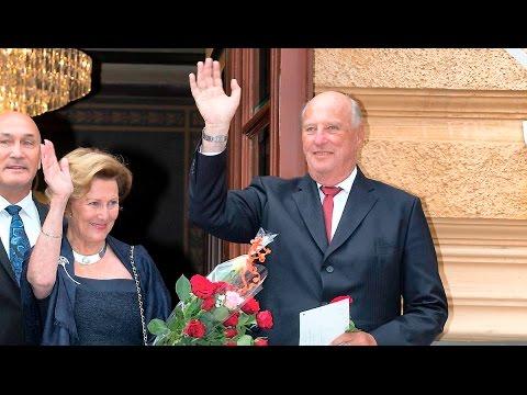 Livestream - Kong Harald og dronning Sonja hyldes på slottet