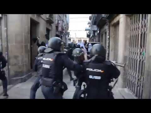 Spanish Police vs Antifa