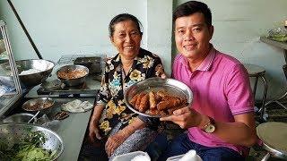Quán bún thịt nướng 30 năm của cô Lan ngon đến mức có thể ăn liền 5 tô?