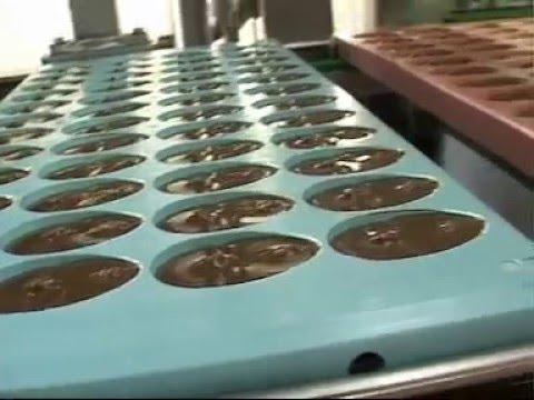 Видео как делают шоколадные яйца