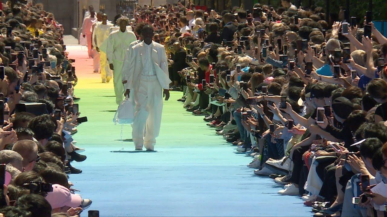 Louis Vuitton   Défilé Homme Printemps   Eté 2019 (avec interviews ... 6da77fc0e96