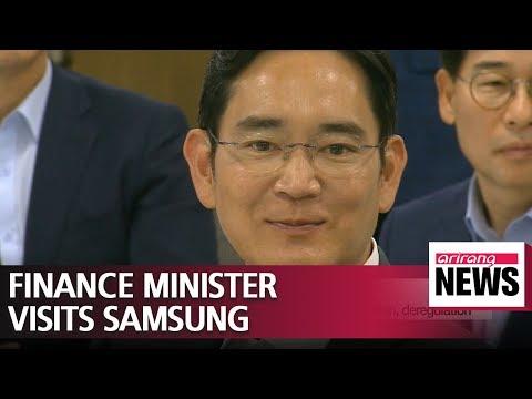 South Koreas finance minister visits Samsung Electronics