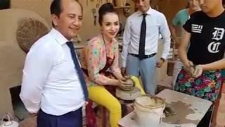 Uzbek aktrisasi Shaxzoda muhamedova kulolchilik qilitti.