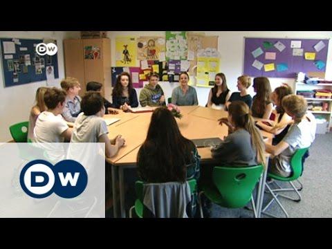Berlin high school students debate Brexit | DW News
