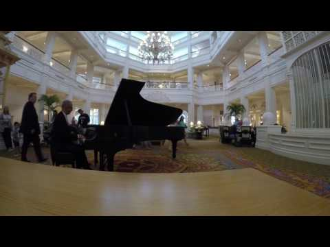 Grand Floridian Piano Player