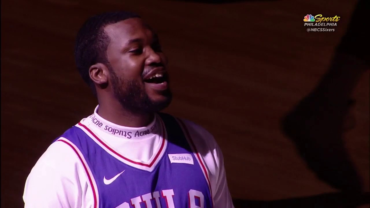 meek-mill-gets-standing-ovation-by-philadelphia-76ers-and-kevin-hart