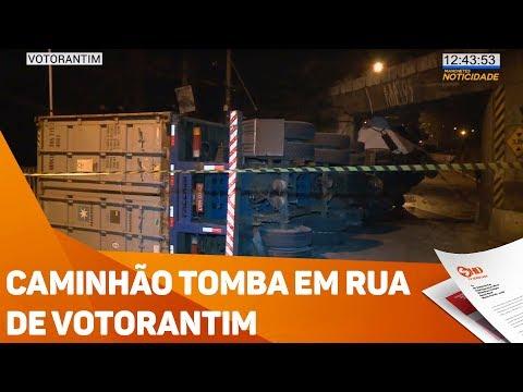 Caminhão tomba em rua de Votorantim - TV SOROCABA/SBT