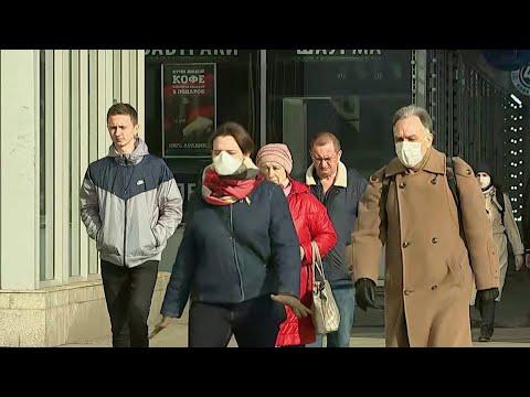 В Москве введены штрафы за нарушение больными коронавирусом режима самоизоляции.
