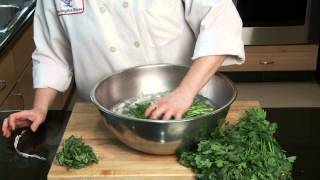 Los Angeles Times Test Kitchen Tip: Refreshing lettuces and herbs