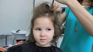 Красивая прическа на короткие волосы за 5 минут. Цветы в волосах. | ♥ Lovely Kids(Как сделать красивую прическу в домашних условиях. Прическа на утренник. Праздничная прическа для ребенка...., 2015-07-12T09:33:17.000Z)