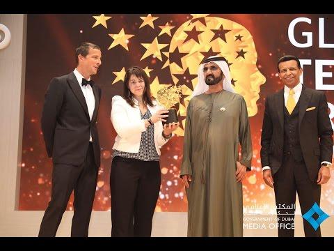 محمد بن راشد يكرم الكندية ماجي ماكدونال الفائزة بجائزة المعلم العالمية