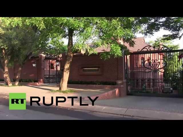 Oscar Pistorius' house arrest at uncle's Pretoria home begins