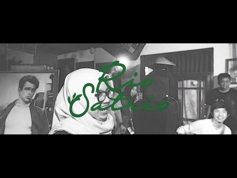 Rio Satrio - Campur Tangan Semesta (official Lyrics Video)