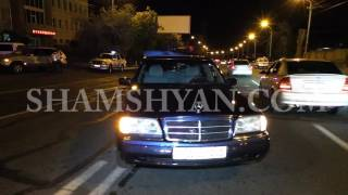 Երևանում բախվել են Mercedes-ն ու ոստիկանական Safe-ն. Իսկ Porsche Cayenn-ն էլ հարվածել է Safe-ին