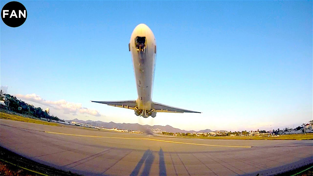 INSANELY LOW MD-80 TAKEOFF FROM ST MAARTEN PRINCESS ...