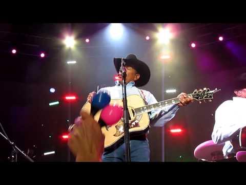 """GEORGE STRAIT:   """"EL REY"""" in San Antonio"""
