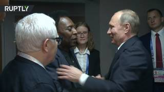 Путин пообщался с легендарным Пеле в перерыве матча Россия — Новая Зеландия на Кубке конфедераций