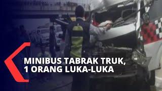 Gagal Menghindari Lubang, Mini Bus Tabrak Truk di Tol Cipali