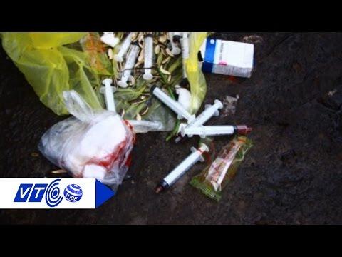 Rác sinh hoạt trước cửa phòng khám: Ẩn số 'ma' | VTC