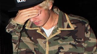Justin Bieber Hiding His Face From Paparazzis & Fans - Top 5