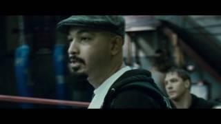 Эпизод из фильма Воин , драка в спортзале