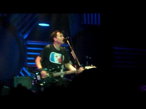 blink-182  Adam's Song (Live in St. Paul,MN)