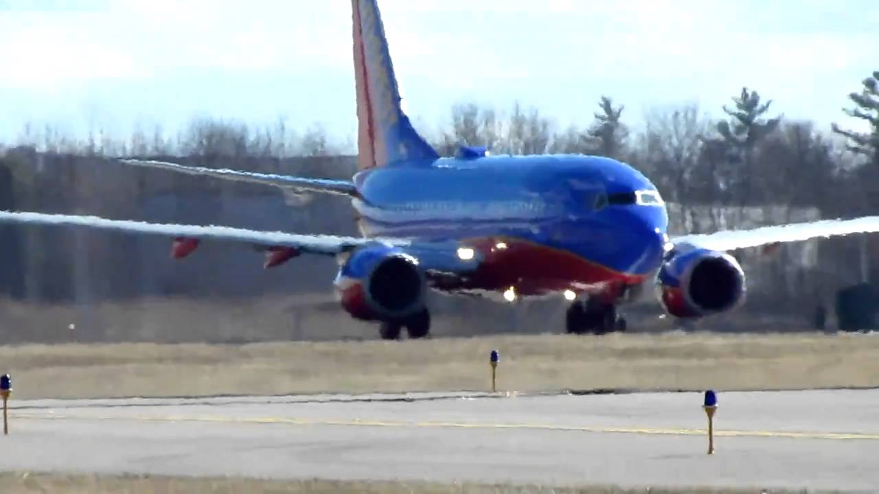 Southwest airlines 737 700 n427wn wifi taking off mht 3 19 for Southwest airlines free wifi