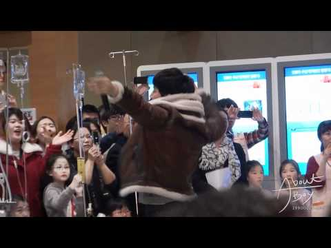 [Fancam] 111227 Junho 2PM Samsung Medical Center Event - Hands Up