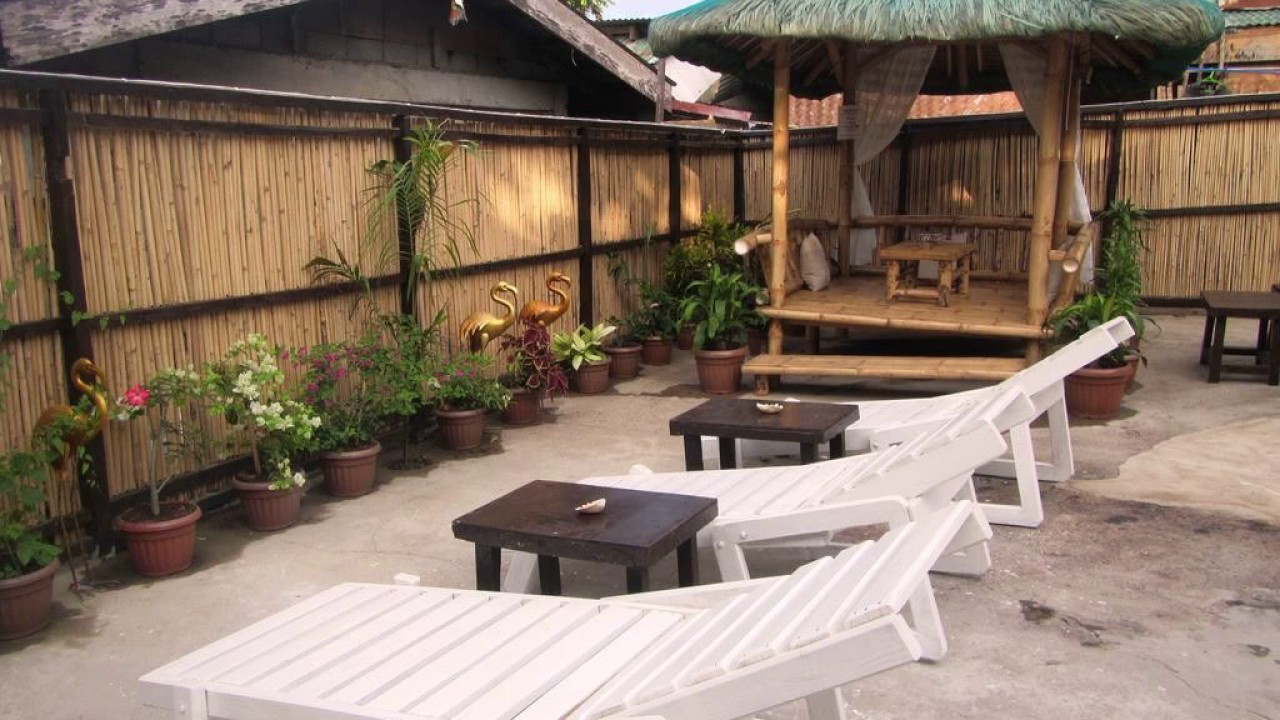 Coron Guapos Guesthouse - Hotel in Coron, Philippines - YouTube